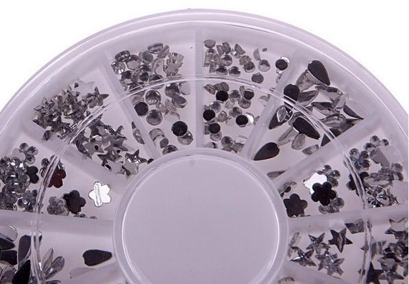 Набор прозрачных и серебристых страз дня ногтей