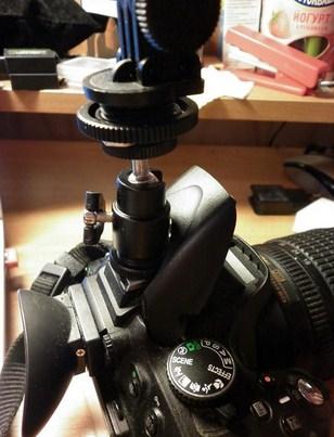 Купить шарнирный держатель на горячий башмак фотоаппарата